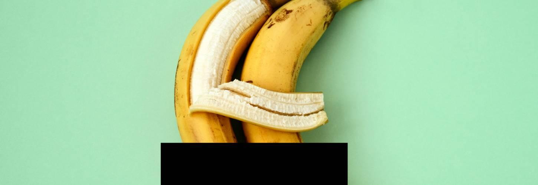 deux bananes qui s'enlacent une barre noire figure leur intimité préservée