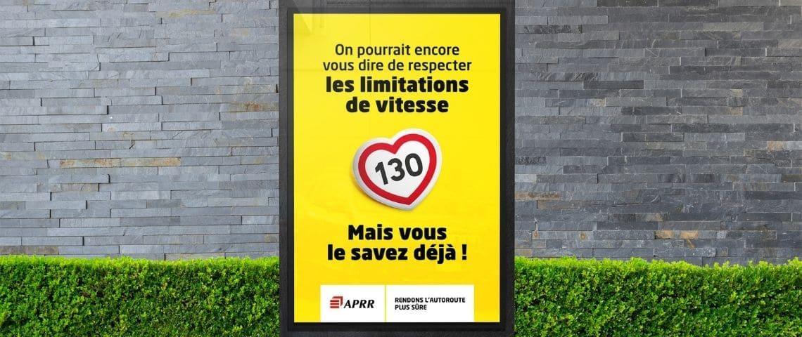 campagne d'affichage, sécurité routière, fond jaune, écriture noire, coeur au centre